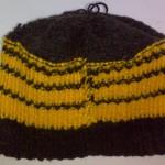 Шапочка чёрная с жёлтыми полосками вид изнутри