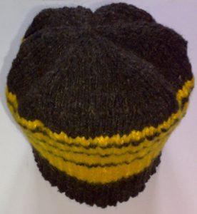 Шапочка чёрная с жёлтыми полосками