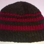Шапочка чёрная с красными полосками вид изнутри