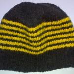 Шапочка чёрно-жёлтая полосатая вид сбоку
