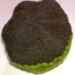 Шапочка чёрно-зелёная полосатая