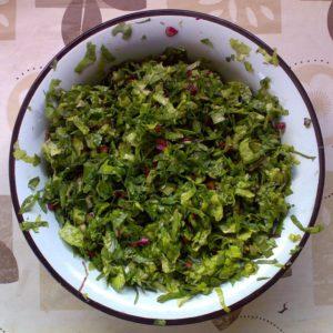 Листья свёклы, листья редиса и зелёного салата