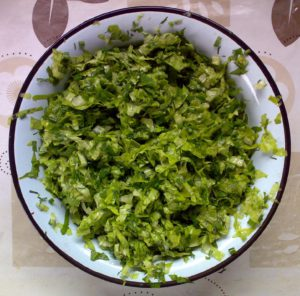 Лист зелёного салата, шпинат, лук шнитт, укроп