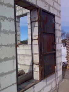 Как вставить железную дверь